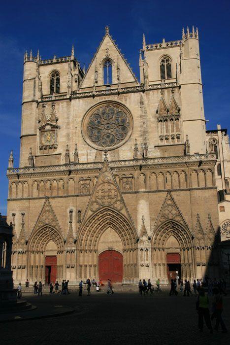 http://www.infrancia.org/rodano-alpi/rhone/lyon/images/lyon_cathedrale_saint_jean_7618.jpg